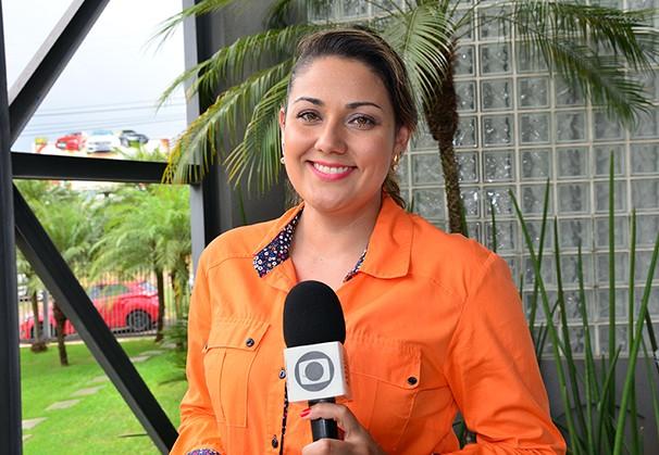 Gríssia Bueno integra a equipe de jornalismo da TV Fronteira (Foto: Marketing / TV Fronteira)