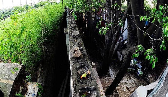Muro que divide CTs São Paulo e Palmeiras na Barra funda (Foto: Marcos Ribolli)