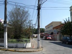 Funcionário caiu de altura de 4 metros (Foto: Reprodução/TV Rio Sul)