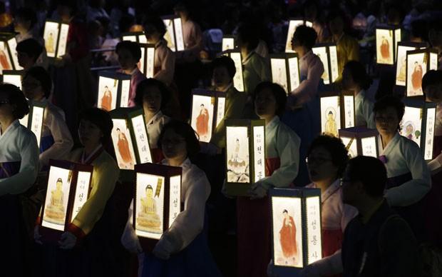 Festival de lanternas homenageiam mortos e desaparecidos (Foto: Lee Jin-man/AP)