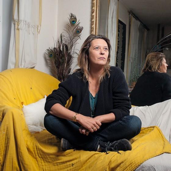 """A pequena empresária Eglantine Malbec vota em """"Macron  tem um programa para aliviar nosa situação"""",diz ela (Foto: Jean-Robert DANTOU / Agence Vu'/ÉPOCA)"""