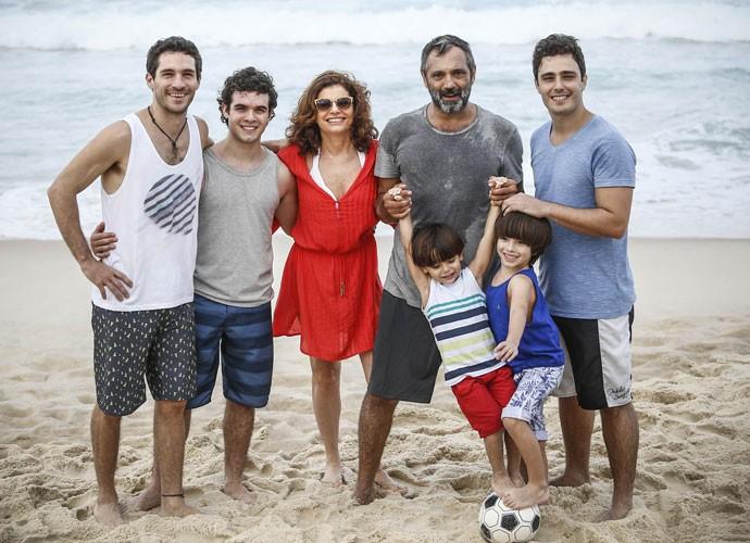 A manhã começou animada para o elenco de Sete Vidas (Foto: Raphael Dias/Gshow)