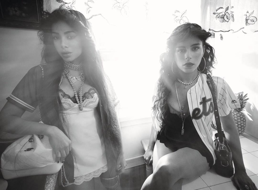 Gang girls: Anitta e Marina Morena posam para as lentes de Mert & Marcus (Foto: Reprodução/Instagram)