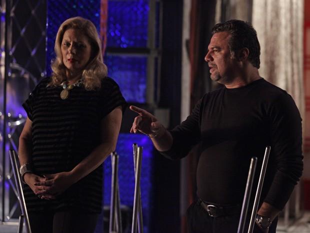 Russo e Irina compram mentira de Jô (Foto: Salve Jorge/TV Globo)