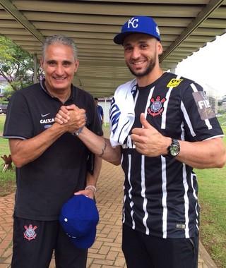 Tite e Paulo Orlando, campeão da liga americana de beisebol (Foto: Divulgação/Corinthians)