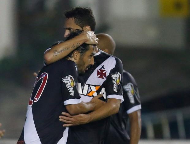 Douglas gol Vasco x Resende (Foto: Alexandre Cassiano / O Globo)