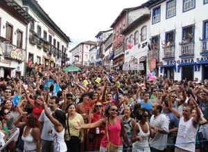 Público lota as ruas de Diamantina no carnaval 2010 (Foto: Divulgação / Prefeitura)