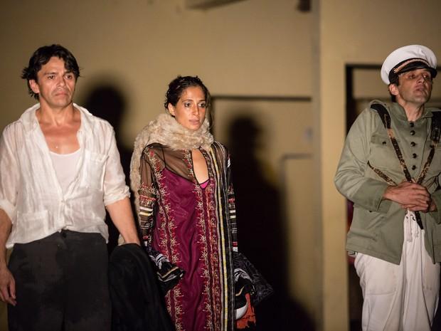 """Aury Porto, Camila Pitanga e Sergio Siviero em ensaio de """"O Duelo"""" (Foto: Renato Mangolin)"""