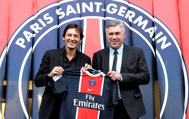 Carlo Ancelotti apresentado no PSG ao lado de Leonardo (Foto: AFP)