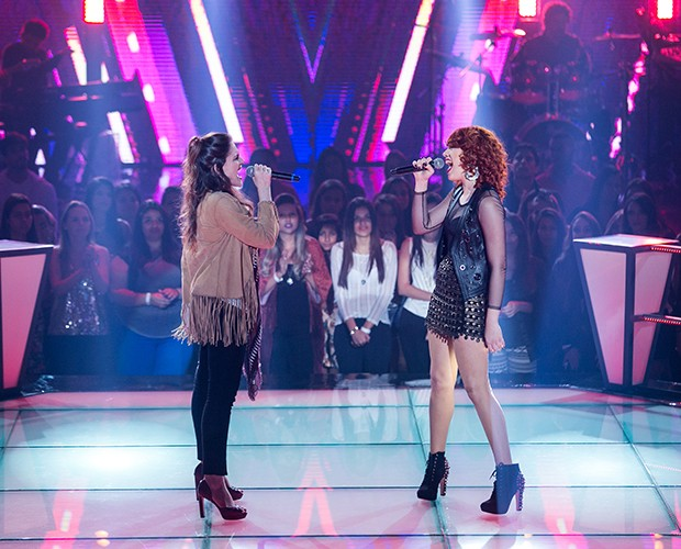 "Luana Fernandes e Nathalie Alvin participam da batalha cantando Roxanne"", sucesso da banda inglesa The Police (Foto: Isabella Pinheiro/Gshow)"