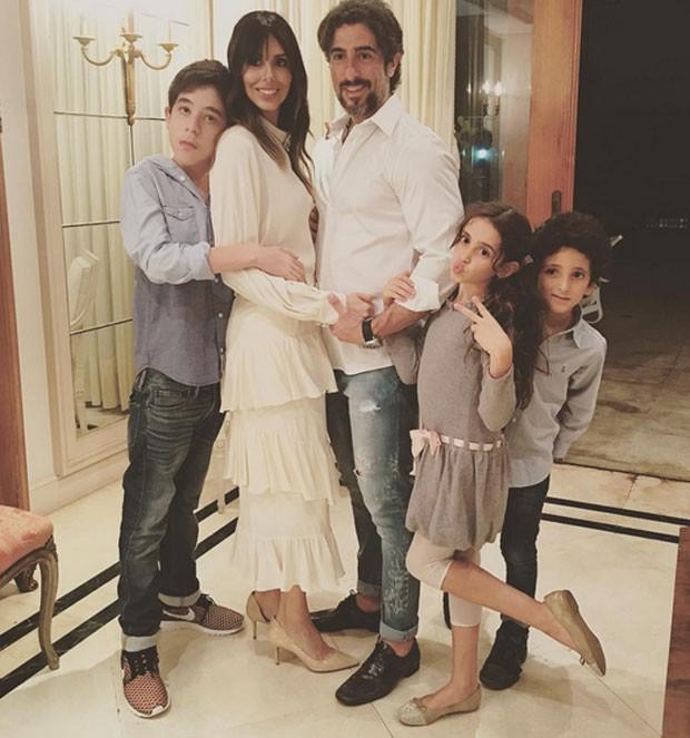 Marcos Mion com Suzana Gullo e os filhos: Romeo, Donatella e Stefano (Foto: Reprodução)