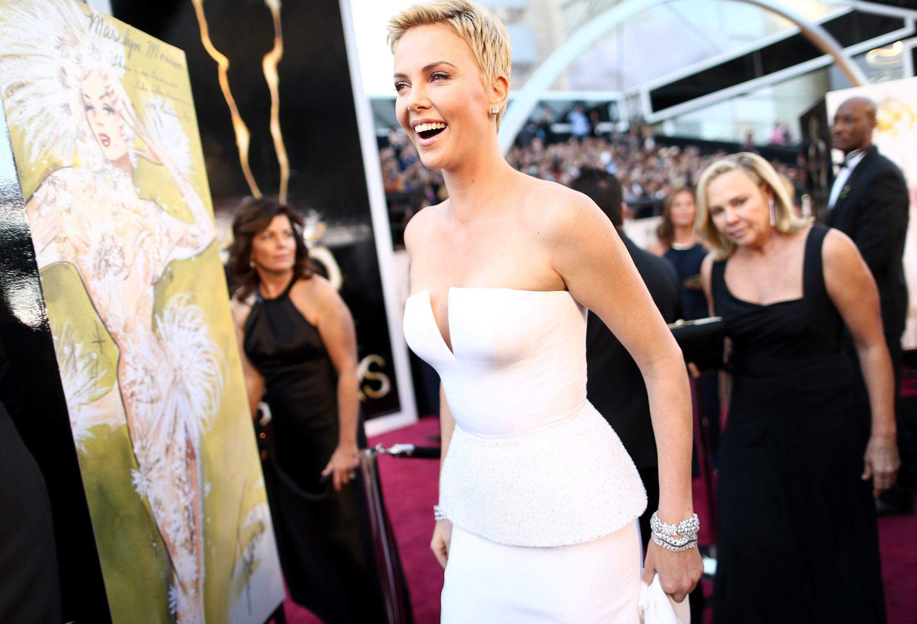 Charlize Theron veste Dior (Foto: Getty Images)