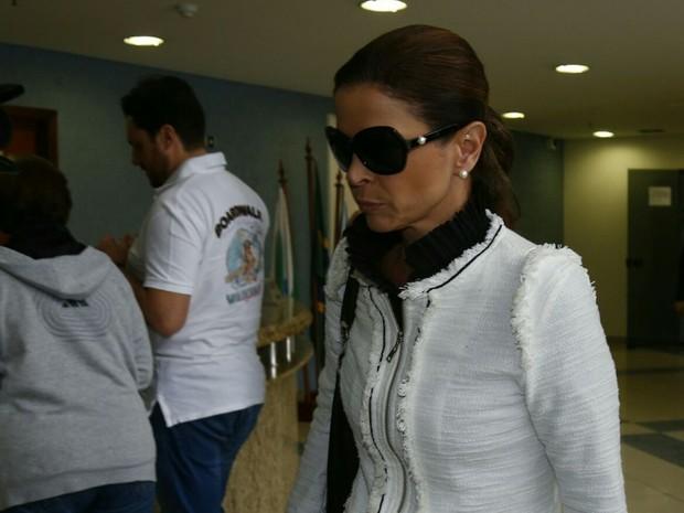 Claudia Cruz chega para visitar o marido Eduardo Cunha na Superintendência da PF  (Foto: Aniele Nascimento/Gazeta do Povo)
