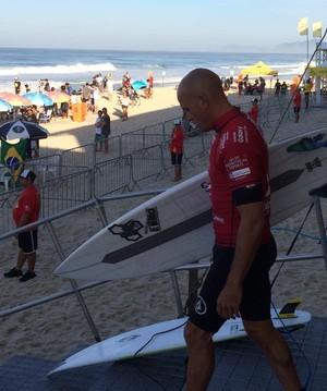 Kelly Slater entra na água na segunda bateria do Rio Pro, a quarta etapa do Mundial de Surfe (Foto: David Abramvezt)