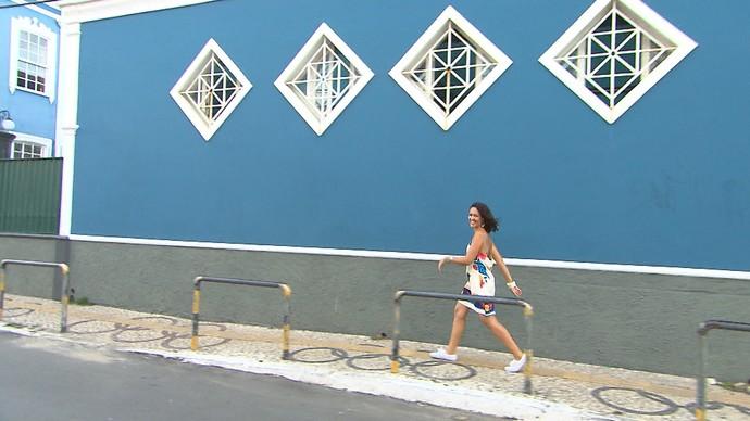 Renatinha passeia pelo bairro do Rio Vermelho (Foto: TV Bahia)