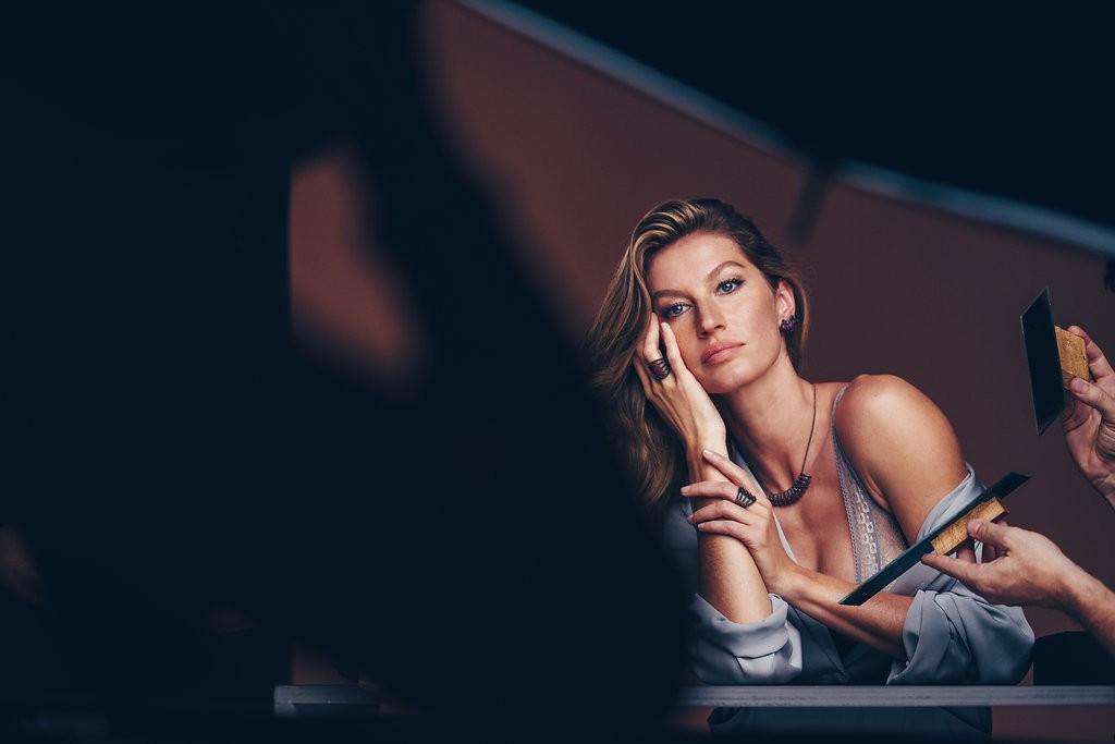 Gisele Bündchen brilha nos bastidores de campanha de joias (Foto: Luiza Ferraz/Divulgação)