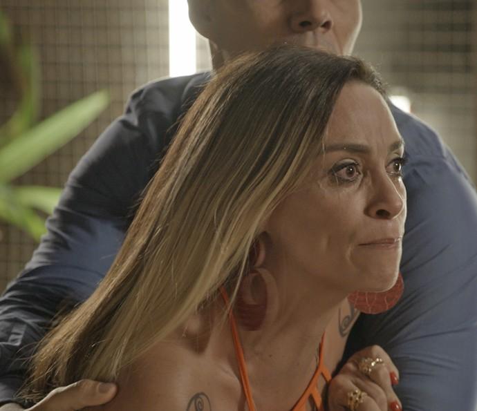 Janete fica enfurecida (Foto: TV Globo)