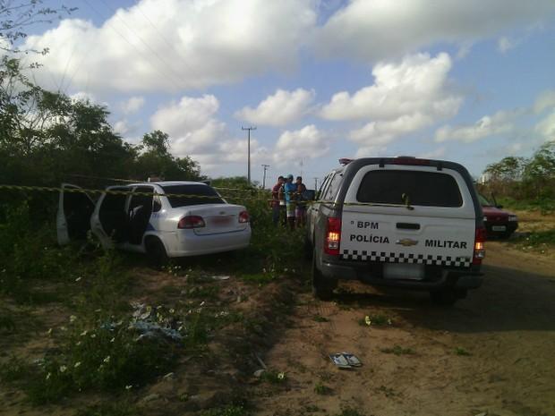 Após crime, local foi isolado pela polícia (Foto: Julianne Barreto/Inter TV)