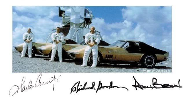 Os astronautas e seus Corvette (Foto: reprodução)