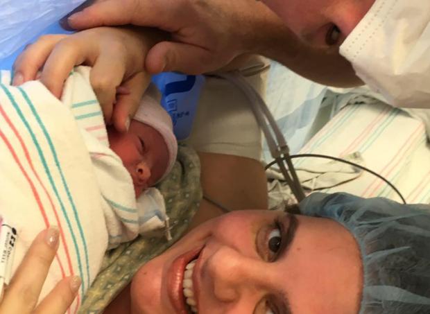 bebê é operada  (Foto: reprodução facebook)