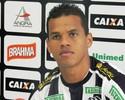 Com problema familiar, lateral Artur interrompe carreira e deixa Figueirense
