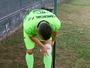 Acleisson minimiza dor no joelho e se coloca à disposição de Marcelo Dias