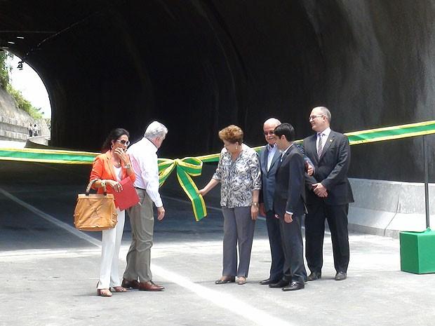 Dilma Roussef, ministro César Borges, prefeito ACM Neto e governador Jaques Wagner em inauguração da Via Expressa, em Salvador, Bahia (Foto: Lílian Marques/ G1)