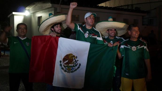 Desembarque México em Natal - torcedores (Foto: Augusto Gomes/GloboEsporte.com)