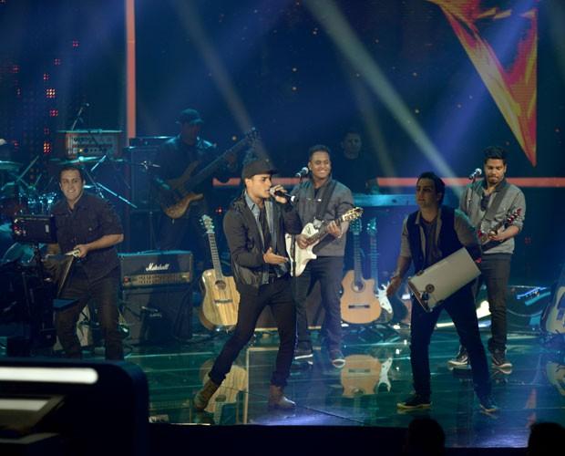 Tô de Cara durante apresentação nos Duelos (Foto: Camila Serejo/TV Globo)