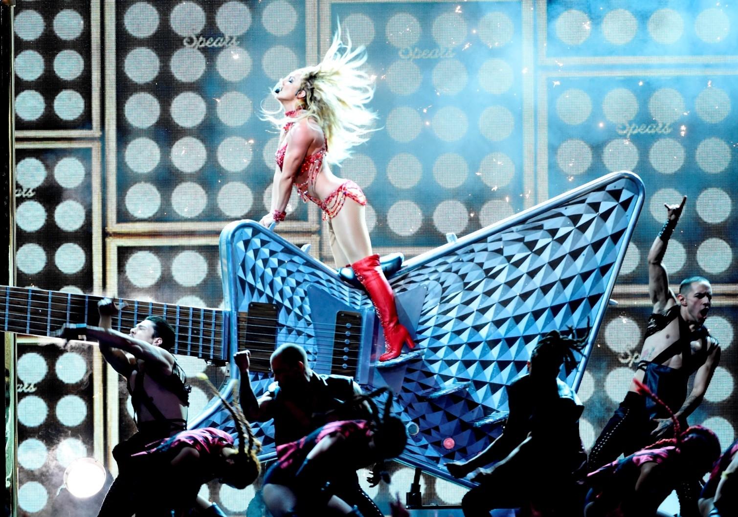 Britney Spears arrasou com medley de sucessos da carreira (Foto: Chris Pizzello/Invision/AP)