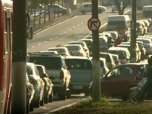 Crescimento da frota de veículos aumenta trânsito em Campinas (SP) (Foto: Reprodução / EPTV)