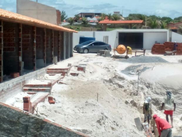 Construção irregular gerou uma multa ao proprietário no valor de R$ 25 mil (Foto: Divulgação/Semace)