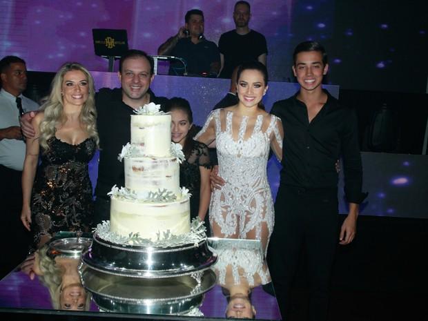 Flávia Pavanelli comemora aniversário em São Paulo (Foto: Amauri Nehn/ Brazil News)