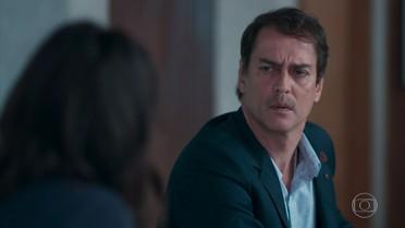 Edgar e Marta tentam dissuadir Lica de deixar o Colégio Grupo