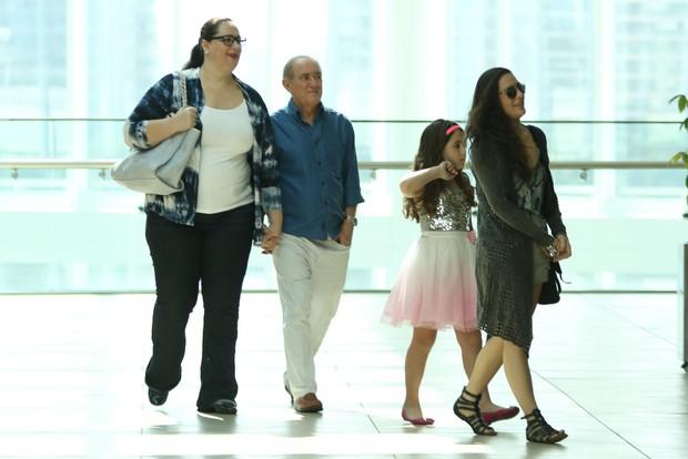 Renato Aragão leva a família para almoçar  (Foto: Fabio Moreno/Agnews)