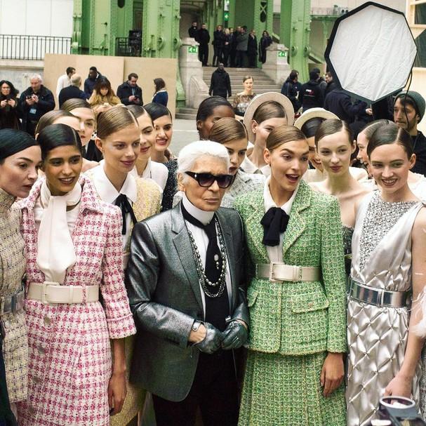 Karl Lagerfeld e seu time de modelos no Instagram da Chanel (Foto: Instagram/Reprodução)
