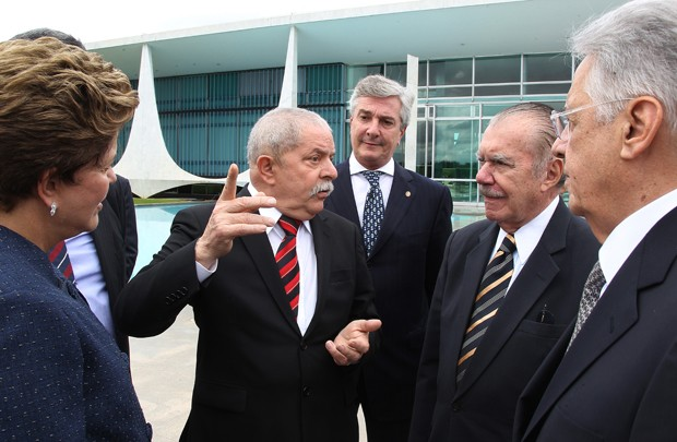 Dilma Rousseff com os ex-presidentes Fernando Collor, Luiz Inácio Lula da Silva, José Sarney e Fernando Henrique Cardoso no Palácio da Alvorada, após instalação da Comissão da Verdade (Foto: Ricardo Stuckert/Instituto Lula)