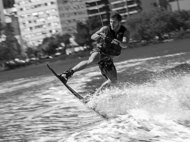 Ator deixou o nervosismo de lado nas águas da Lagoa Rodrigo de Freitas (Foto: Inácio Moraes/TV Globo)