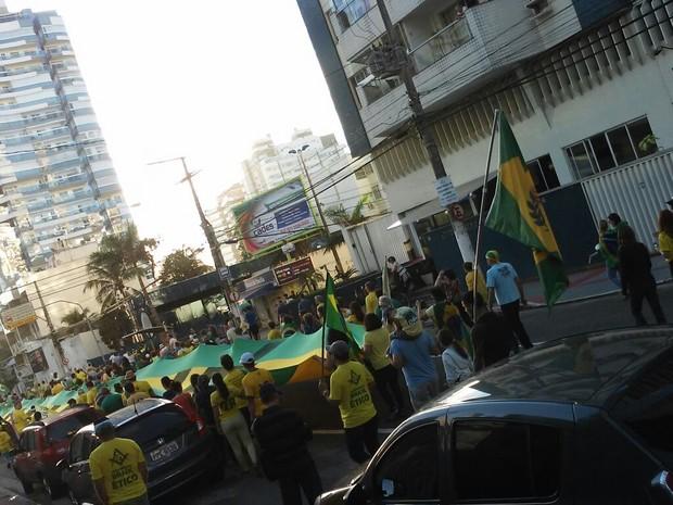 VILA VELHA - ES: Protesto neste domingo (31) pede a saída definitiva de Dilma (Foto: Chico Calente/ TV Gazeta)