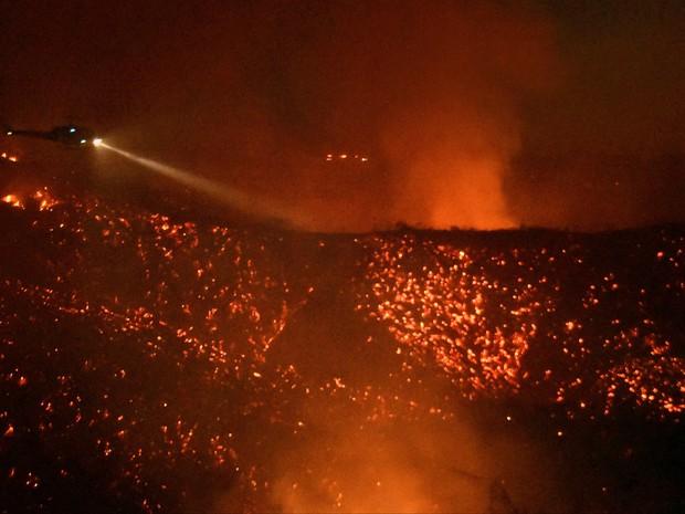 Incêndio em Calabasas, região de Los Angeles (Foto: Gene Blevins / Reuters)