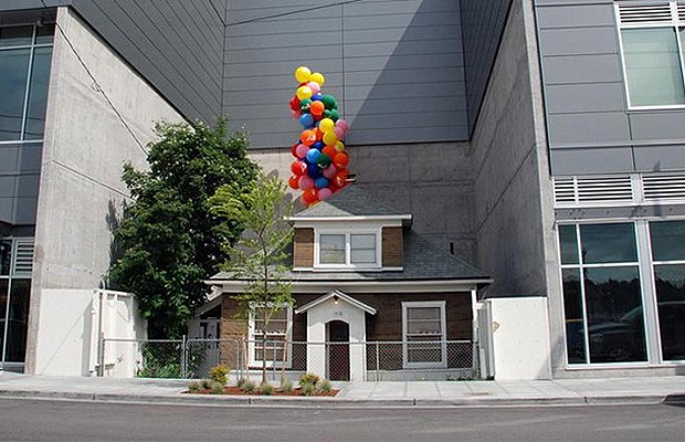 Uma academia cercou esta casa, em Seattle (Foto: Reprodução/Hypeness)