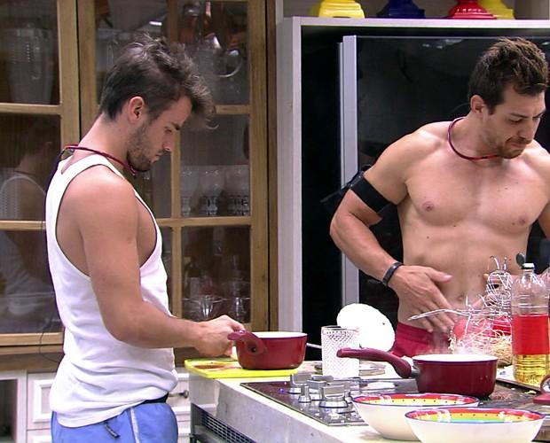 Rafael Cozinhando 06 (Foto: BBB/Gshow)