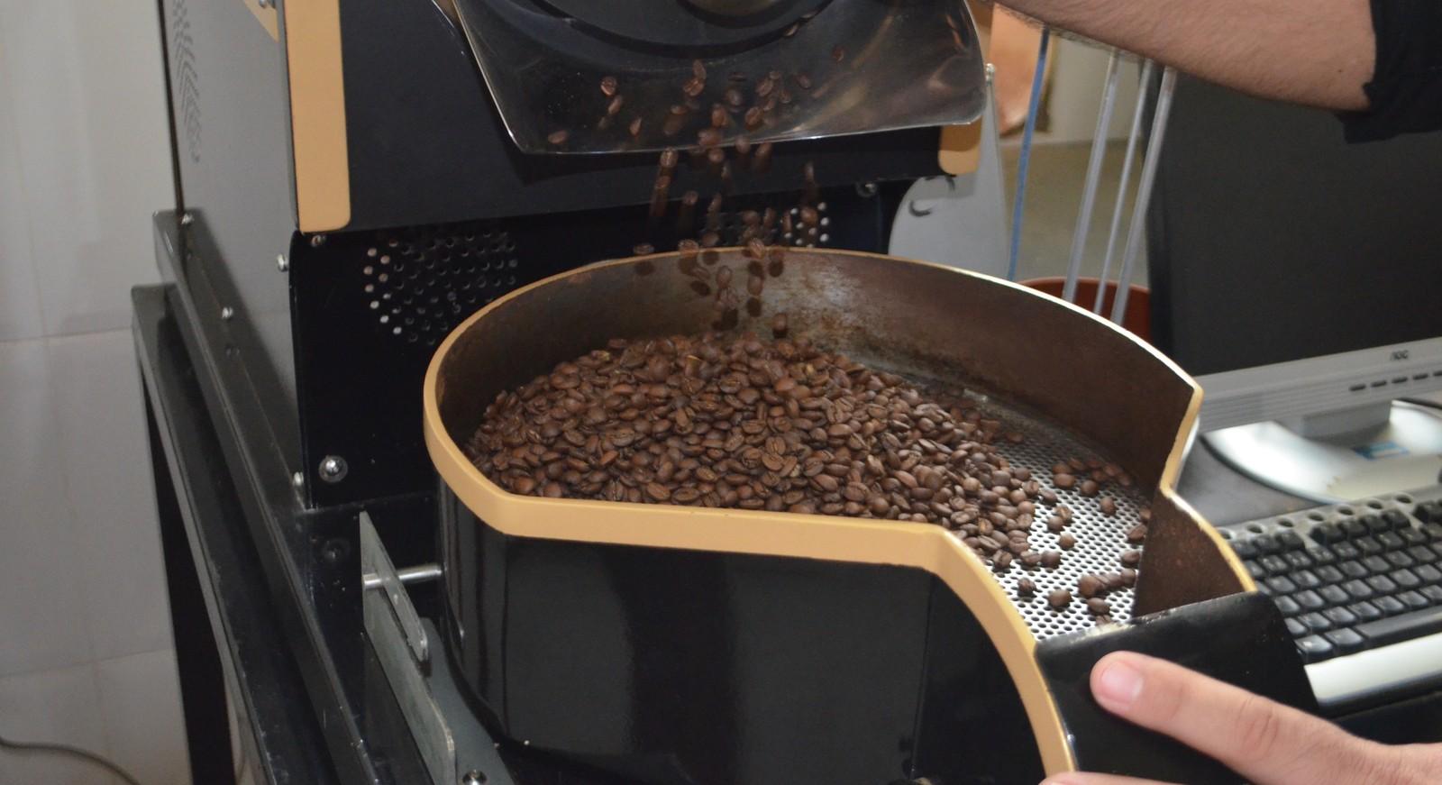 Saiba como é o trabalho de um degustador de café (Foto: Lucas Soares)