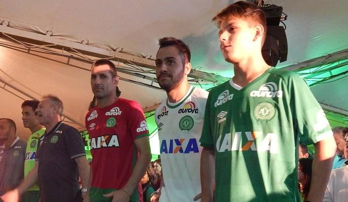 Chapecoense lança novo uniforme (Foto: Laion Espíndula)