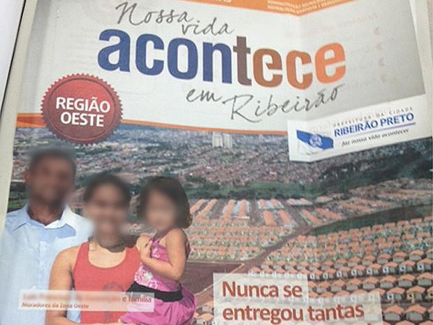 Revista institucional da Prefeitura de Ribeirão Preto traz pedreiro com mulher e criança como sendo esposa e filha (Foto: Thaisa Figueiredo/G1)