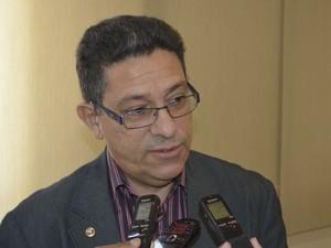 Promotor de Justiça Afonso Guimarães concedeu coletiva sobre as investigações (Foto: Abinoan Santiago/G1)
