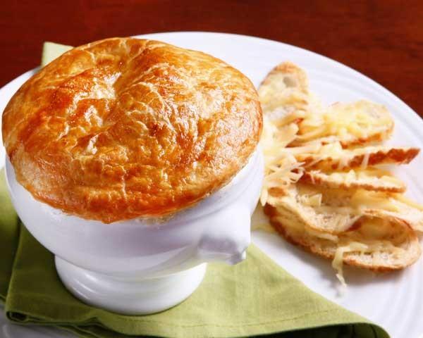 Aprenda a preparar a tradicional sopa de cebola