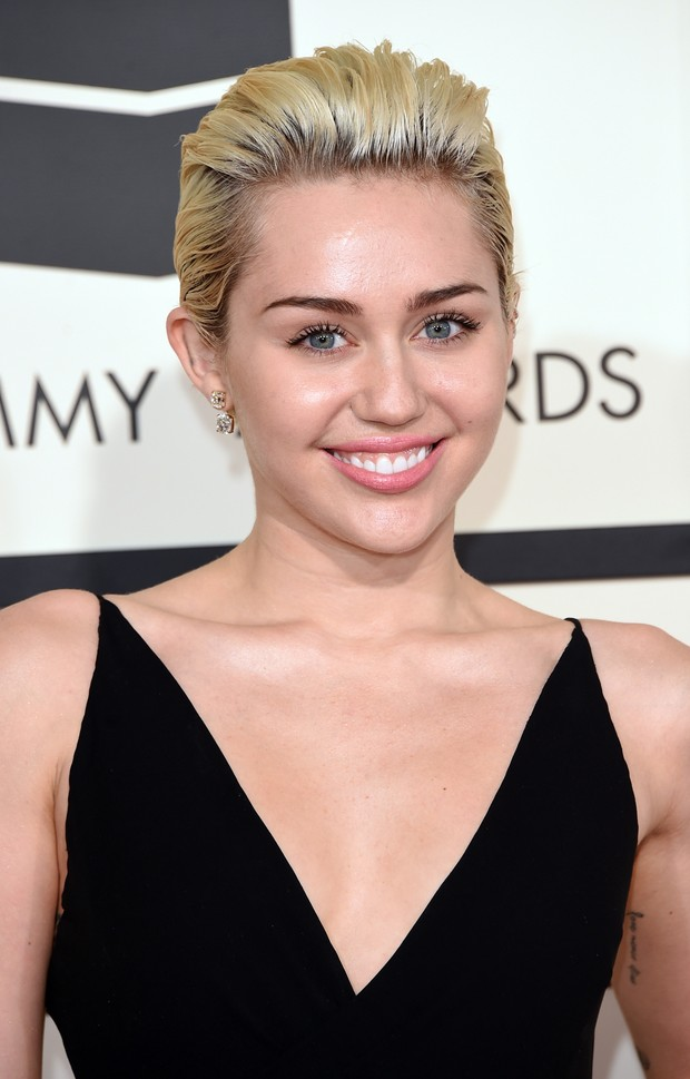 Miley Cyrus no Grammy 2015 (Foto: AFP)