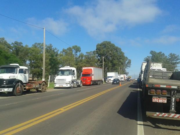 Protesto caminhoneios Uruguaiana RS (Foto: Isabem Malheiros RS)
