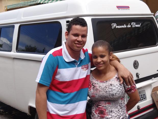 Reginaldo e Laudiceia se casaram no HCP; os dois vem de Lagoa de Itaenga no transporte da Prefeitura. (Foto: Katherine Coutinho/G1)
